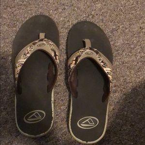 Men's camo flip flops